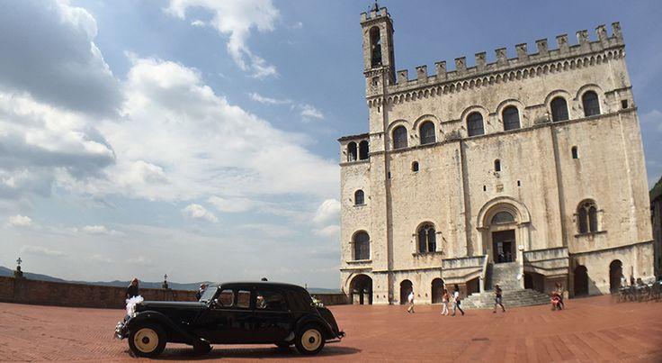 La vivacità di Gubbio espressa dalle moltitudine di botteghe artigiani dove acquistare ma anche imparare grazie a Italian Stories.