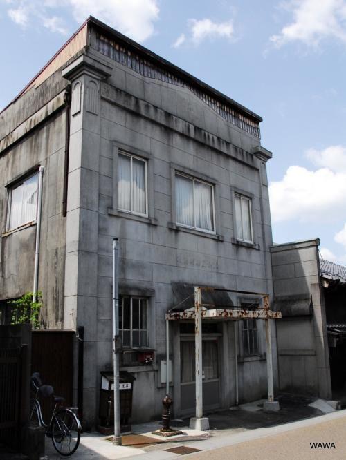 霧ケ城会館(恵那市岩本町の岩本郵便局脇) 霧ケ城とは岩村城の別名でもある