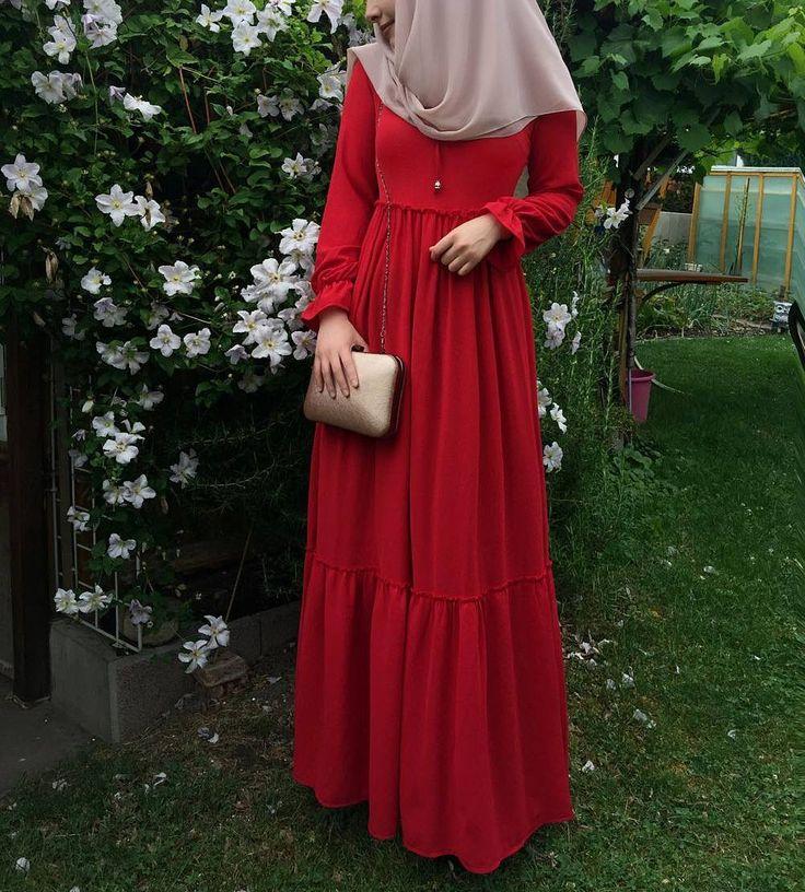"1,028 Likes, 12 Comments - Fatmanur (@faaaatmanur_) on Instagram: ""Dress: @studiosoraya || who said modesty can't be classy and elegant? Bu güzel elbisemi…"""