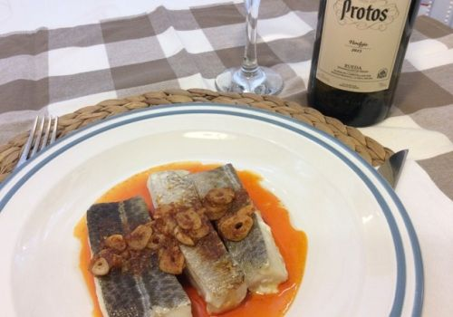 Presentamos el bacalao al ajo arriero maridado con un vino blanco verdejo de Bodegas Protos