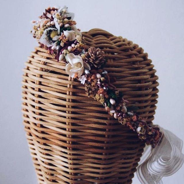 Con flores del tocado de novia de su madre + su lazo de comunión. ¿Puede tener un tocado mas sentimiento?   #BeToscana💚 #Toscanabride   #novias2017   _____________________________  #toscanaTocados #noviastoscana #Love #BeToscana #tocadosnovia #tocadosparanovias #tocados #coronasnovia #novias #weddingtime #weddingstyle #noviasguapas #tocados #tocadospersonalizados #noviasperfectas