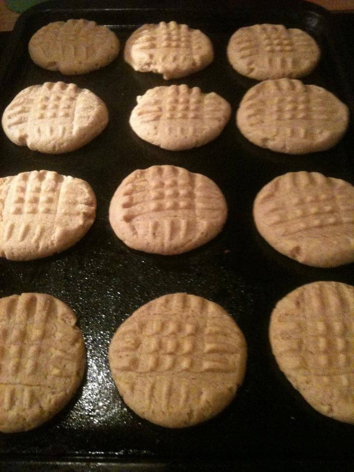 Busy Mom in the Kitchen: Easy Bisquick Peanut Butter Cookies