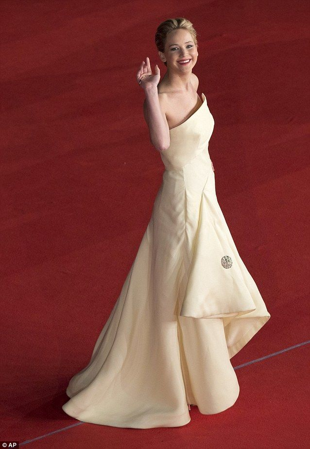 Jennifer Lawrence Catching Fire Premiere in Rome  #LaRagazzaDiFuocoRoma Cheerful: Jennifer rallied the crowd gathered to see the stars of the latest film from the Hunger Games trilogy