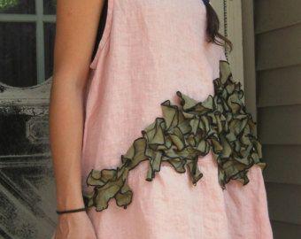 Esta chaqueta tiene una longitud más larga de la túnica, lazos en la cintura, pequeños volantes sesgo ajuste todo y bolsillos de parche. En forma ligeramente en la cintura. Longitud de 36.  Este artículo se muestra con una arruga y vestido de flores, falda corta de la flor y flor Bloomers. Todos los artículos se venden por separado.  1) por favor especificar tamaño y color. Déjeme saber si usted necesita un cambio de longitud. Si no está seguro de qué tamaño a pedido, por favor proporcione…