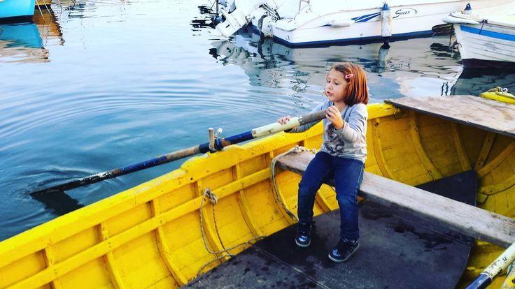 Piccoli marinai crescono... siam gente di mare! :) #livorno #toscana #tuscany #tuscanypeople #daughter #figlia #bambina #kid #mare #sea #instalike #instalife #instamoment #boat #barca #igers #igerslivorno #igerstoscana #igersitalia #volgolivorno #volgotoscana #volgoitalia #l4l #likeforlike #like4like #sailor #marinaio #boating #family #famiglia