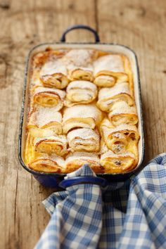"""""""Topfenpalatschinken"""" - The fancy cousin of the ordinary jam-filled one: The filling is made of curd with raisins and rum. And for an even fancier version the Topfenpalatschinken are being put in the oven and served with custard."""