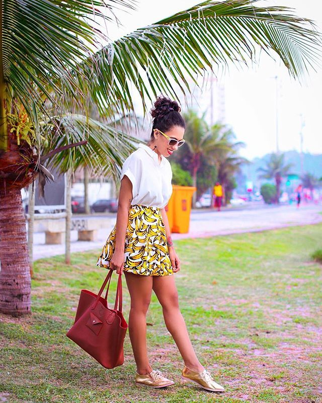 sendo básica de oxford dourado e short-saia de banana, tudo @dafiti  #modicesinspira