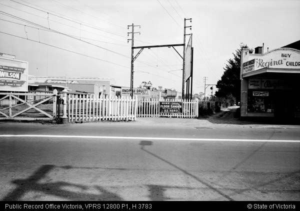 RAILWAY GATES MURRUMBEENA ROAD 18 MARCH 1971 - Public Record Office Victoria