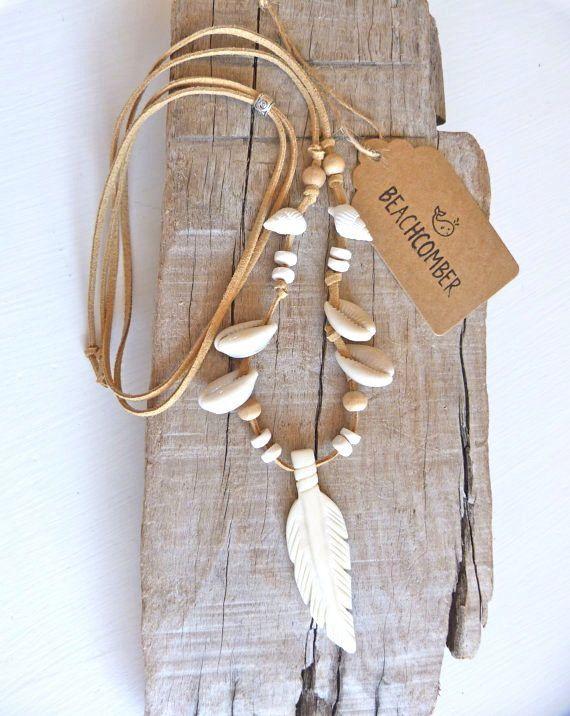 He encontrado este interesante anuncio de Etsy en https://www.etsy.com/es/listing/251282439/bone-feather-necklace-shell-necklace