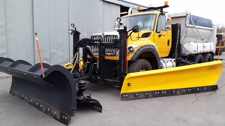 Pin By Travis On Snow Plow Snow Plow Dump Trucks Tractor Trailers