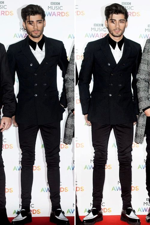 Strand of hair and look at his shirt n shoes zayns new hot look (cute n hot at the same time)♥