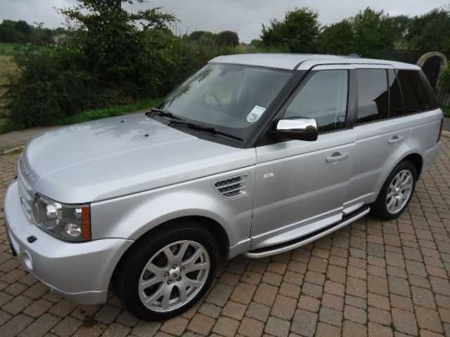 2007 Range Rover Sport 2.7 TDV6 HSE 5-door auto estate. Zermat Silver with black leather seats. Full Land Rover service history. Click on pic shown for loads more.