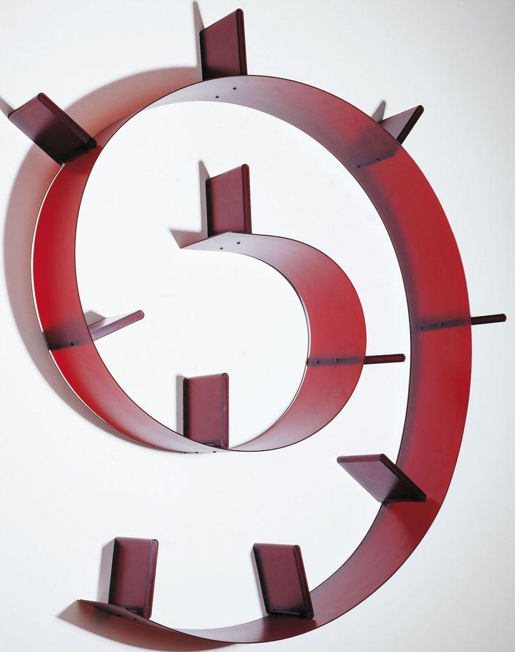 ron arad  Bookworm  de Kartell.  1994 Couleur : Argent Matière : PVC Dimensions : L. 520 x H 19 x l. 20 cm