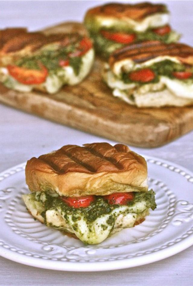 Grilled Chicken Pesto Sliders | The Hopeless Housewife®
