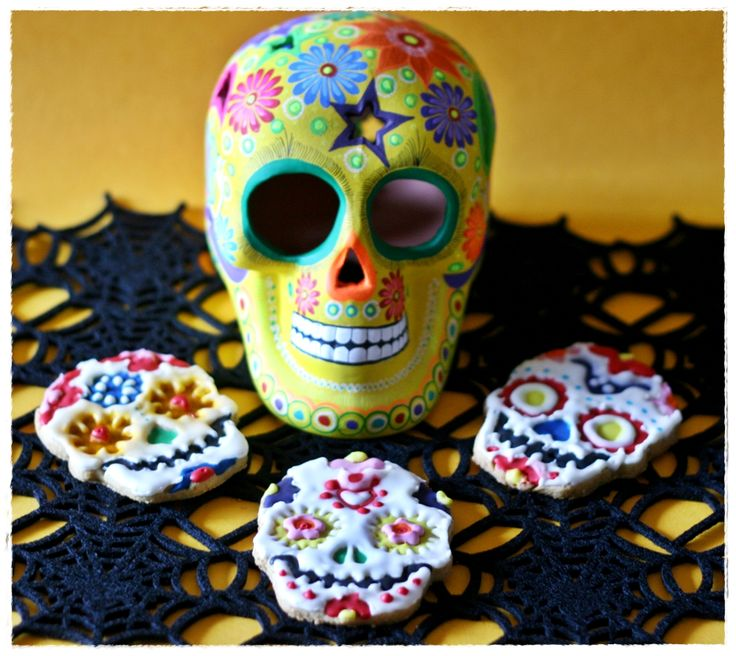 Biscotti alla zucca (disidratata) e spezie per Dia de Los Muertos …teschi messicani – Pumpkin spiced cut-out cookies for  Dia de los Muertos… mexican skulls