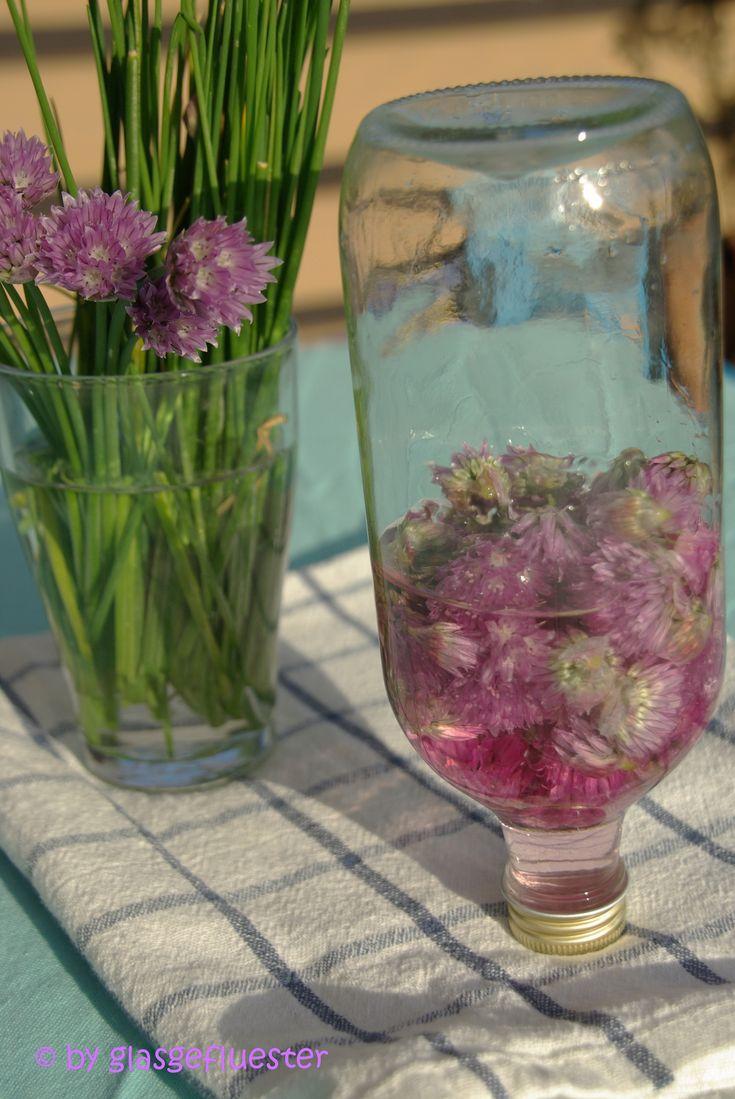 in die flasche geflüstert: schnittlauchblüten essig