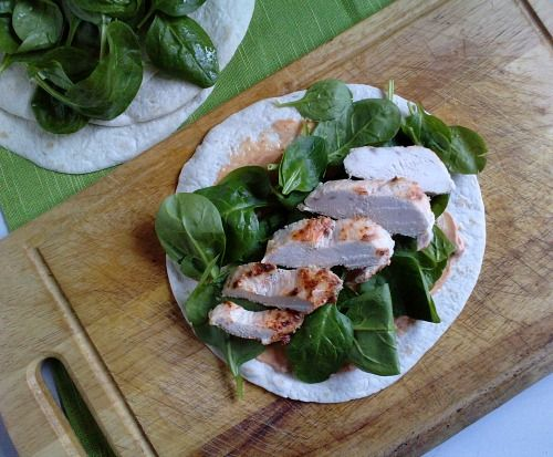 These yoghurt and chilli chicken wraps by @Fishfingers For Tea look delicious.