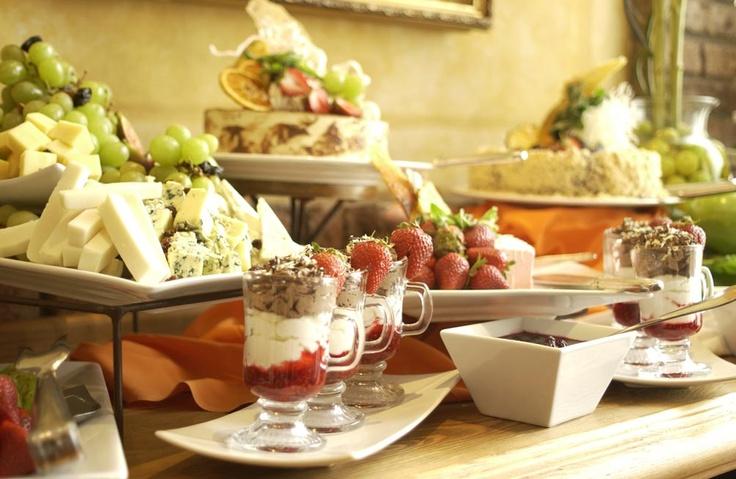 En Radisson Plaza Santiago podrá disfrutar de la exquisita gastronomía que ofrece su premiado Restaurant Brick, donde la especialidad es la comida internacional inspirada en productos locales, obra del Chef Marcelo Fuentealba. En Radisson, la diferencia está en los detalles.