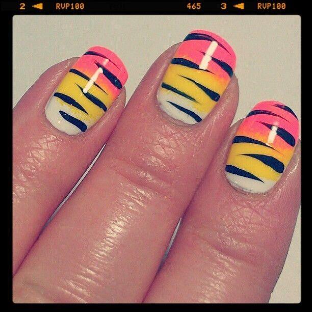 how to draw zebra print on nails
