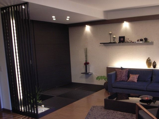 インテリアコーディネート 和室|畳と壁面に思い切って黒を。たちまちエキゾチックモダンな印象に。ウォークスルークローゼットのある和室。