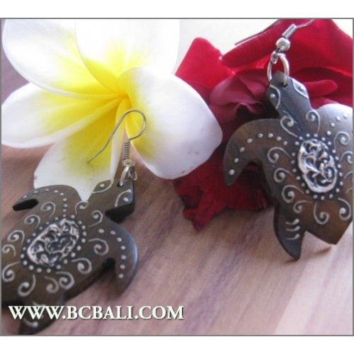 Balinese Earring Turtle Wood Carving Painted - fashion wood carving earrings painted, handmade wooden carved fashion earrings, bali shop online jewellerry fashion from indonesia, suppliers wooden jewellerry fashion from bali indonesia, indonesia manufacture wood jewellerry fashion from bali