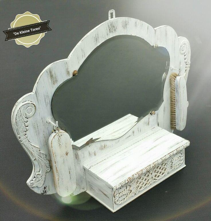 Antieke spiegel met kammenbakje + borstels...