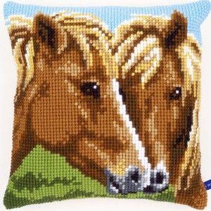 """""""Horses"""": te borduren in kruissteek op voorgeschilderd stramien"""