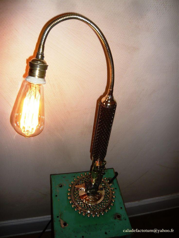 """"""" La P'tite Zingueuse"""" - la lampe du couvreur-zingueur : Luminaires par caladefactotum"""
