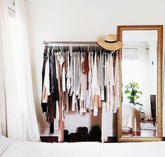 Cómo hacer un vestidor barato para organizar la ropa - https://decoracion2.com/como-hacer-un-vestidor-barato/ #Complementos, #Decoración, #Dormitorio, #Ideas_Para_Decorar, #Muebles, #Recibidor, #Vestidor, #Vestidor_Con_Encanto