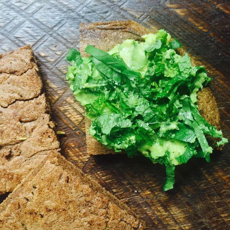 I wanted something 'bread like' and all I had was the Teff flour I've been experimenting with. I had bacon on the go in one pan and a salad sorted, so it also had to…