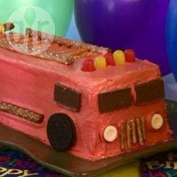 Feuerwehrkuchen für den Kindergeburtstag, Feuerwehr, Feuerwehrauto, Geburtstagskuchen, Kuchen Feuerwehr, Junge Geburtstag, genaue Anleitung Feuerwehrauto machen als Kuchen @ de.allrecipes.com