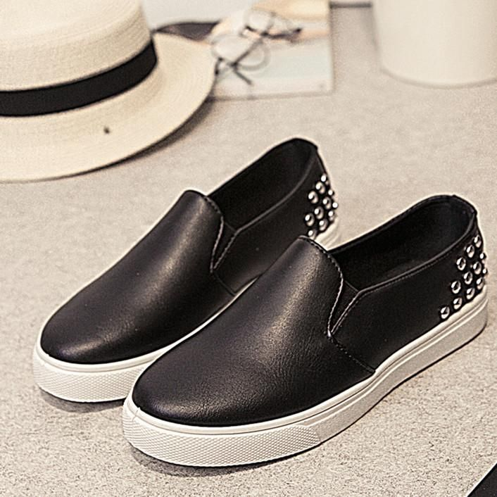 [Visit to Buy] Summer autumn shoes women casual rivet black white loafers women flats shoes vintage slip on moccasins women creepers #Advertisement