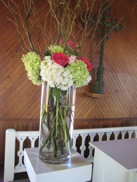 Hydrangeas, roses and curly willow. Wedding