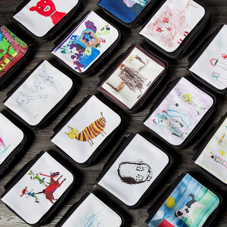 Wowwowwow! Taidelaukku-kilpailun palkinnot ovat valmiit ja toimitetaan nyt voittajille. Olemme täysin hurmioituneita näistä. <3 Upeita teoksia!  Muistakaa osallistua myös MUN TEOS -kilpailuun, www.munteos.fi. Palkintona jopa 500€ arvoinen elämyslahjakortti.  #wow #taidetta #voittaja #taidelaukku #munteos #kilpailu #voita