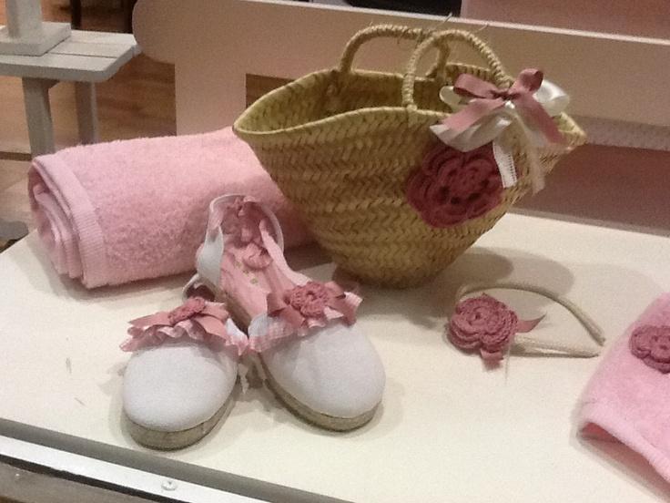 Capazo, zapatillas y toalla niña