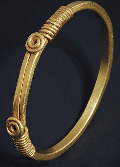 Solid gold Roman bracelet, 2nd Century AD. Christies.