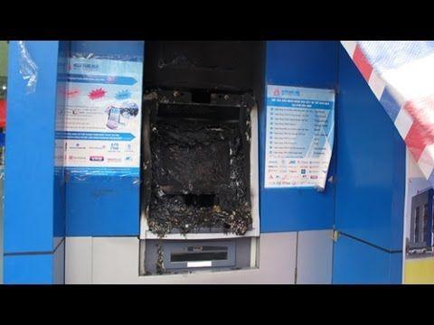 ► Phá máy ATM LẤY TRỘM gần 1 tỷ đồng ở TP.HCM