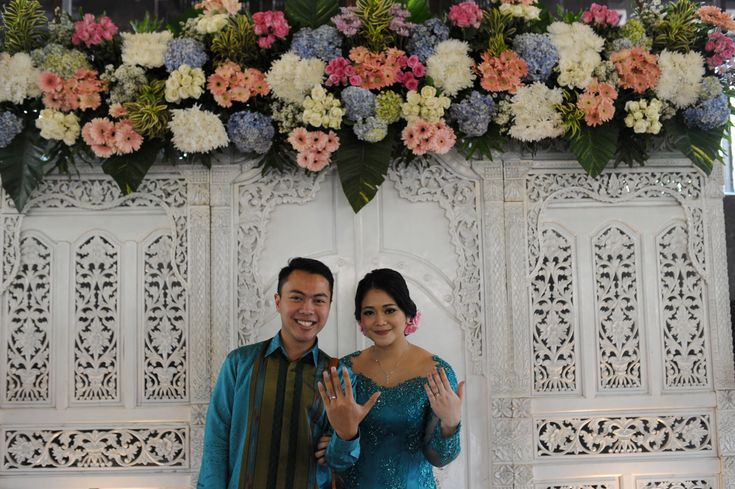 Blue and White Engagement at Rumah Ranadi - www.thebridedept.com