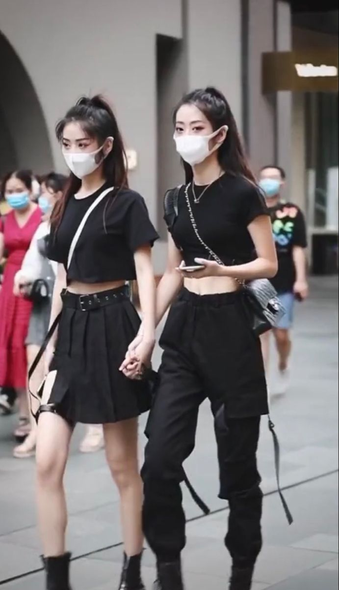 Chinese Street Style In 2020 Chinese Fashion Street Black Street Fashion China Street Fashion