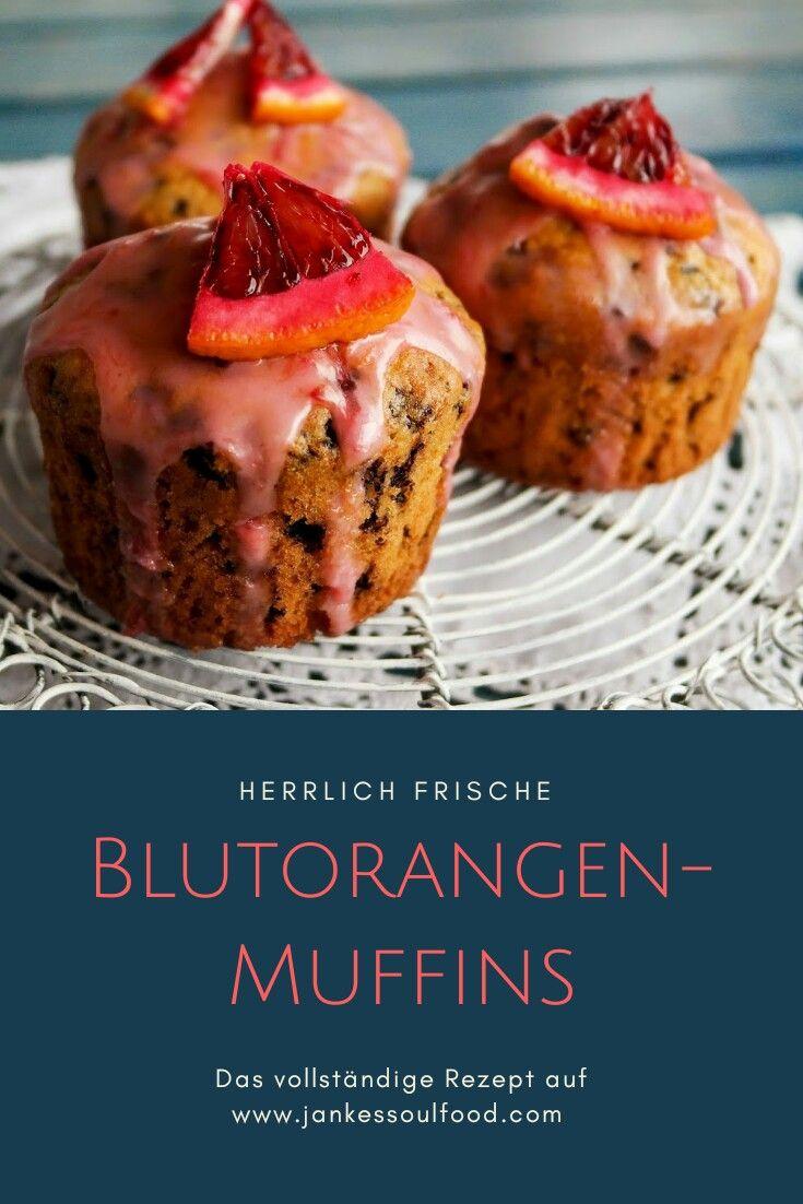 Muffins mit frischem Blutorangensaft und Schokoflocken