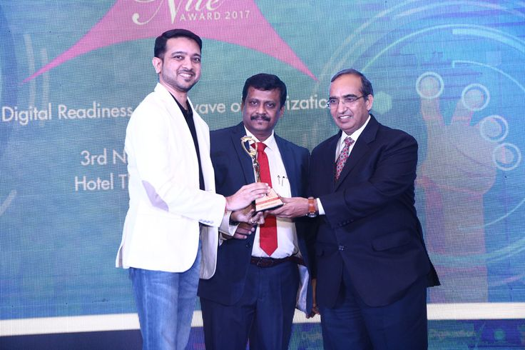 KINGSTON TECHNOLOGY receiving the award for BEST MEMORY MODULE from Mr. Vipin Tyagi, Executive Director – C-DOT and Mr. Deepak Sahu, Publisher & Group Editor, VARINDIA and SPOI