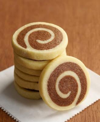 Biscotti spirali all'arancia, mandorle e cioccolato