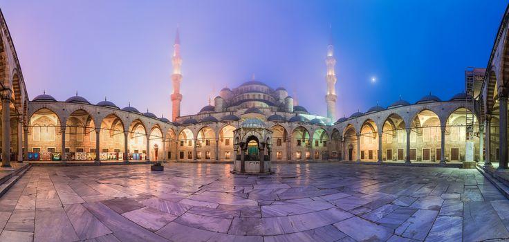 """https://flic.kr/p/snpKcu   Istanbul - Blue Mosque Panorama   © by Jean Claude Castor l 030mm - Photography  <a href=""""http://www.030mm-photography.de"""" rel=""""nofollow"""">www.030mm-photography.de</a>  Sultan Ahmed Moschee, Blaue Moschee, Istanbul, 2015  Lust auf eine andere Kultur ? Dann seid ihr in den kommenden Tagen genau richtig hier """"wink""""-Emoticon Ich habe zwar nur wenige Impressionen festhalten können - ich hatte Anhang, dadurch war ich nicht ganz so flexibel wie sonst """"wink""""-Emoticon…"""