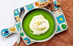 Grønærtesuppe med mynte og karryflødeskum Fantastisk smuk suppe. Husk at prøve karryflødeskummet - det er både sjovt og lækkert.