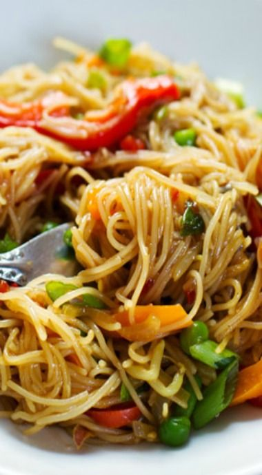 Stir fried Singapore noodles with garlic ginger sauce - will try with spaghetti squash instead of rice noodles