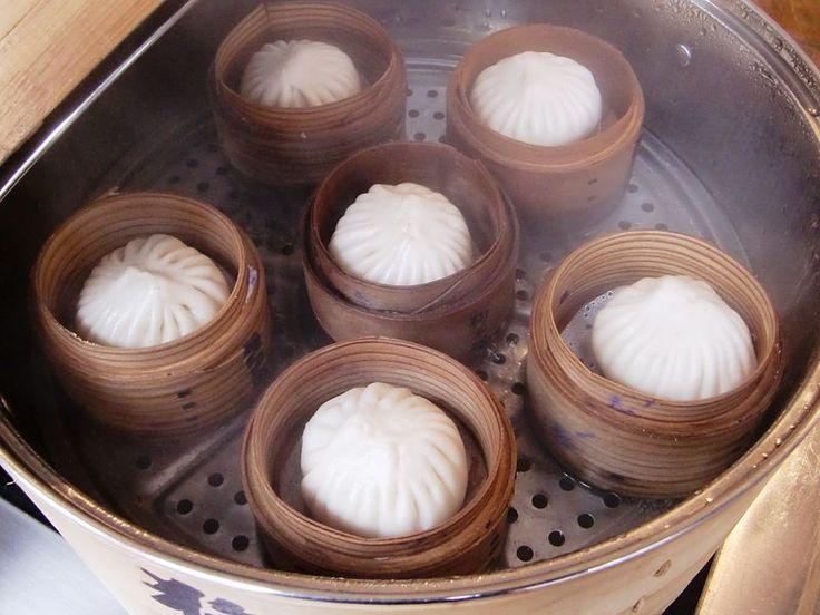 Kam si v Praze zajít na tradiční čínské plněné knedlíky bao a další pochoutky, které běžné čínské restaurace nenabízejí?