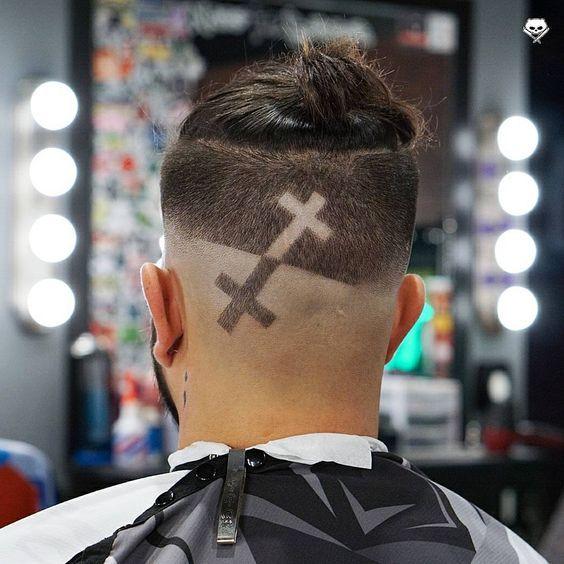 Cool Men's Hairstyles for 2018 https://www.menshairstyletrends.com/cool-mens-hairstyles-2018/ #menshair #menshair2018 #menshaircuts #menshairstyles #menshairtrends #hair #2018 #mensstyles
