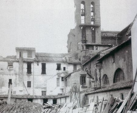 """Ettore Roesler Franz: """"Convento dell'Aracoeli"""". La foto  del 1885 e ci mostra…"""