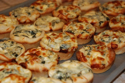 Baked Spinach Dip Mini Bread Bowls from tadaskookykitchen