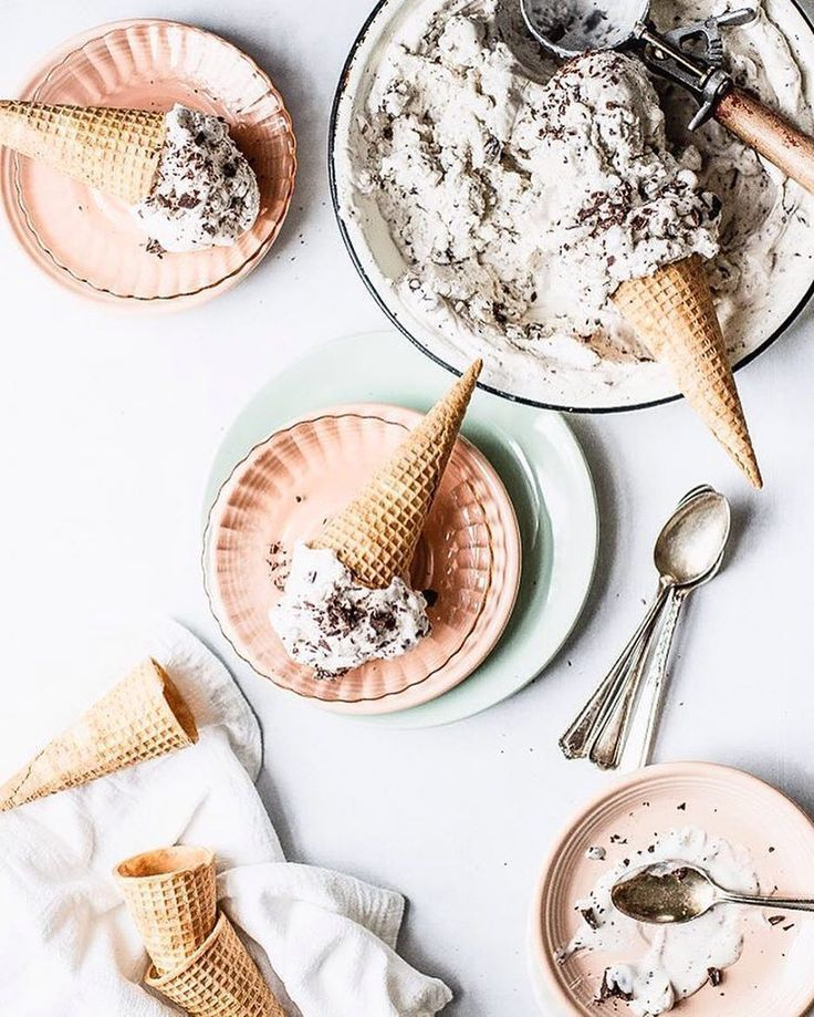 Homemade mint chip nicecream by @The Modern Proper! Such a delicious vegan alternative for Summer.